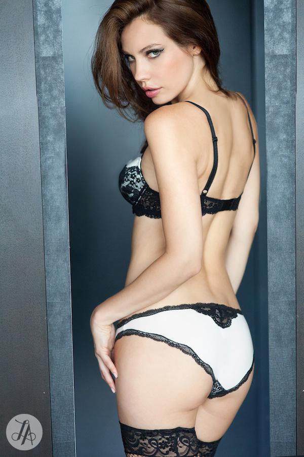 Tip2-Boudoir-Posing-Lindsay-Adler-Photography