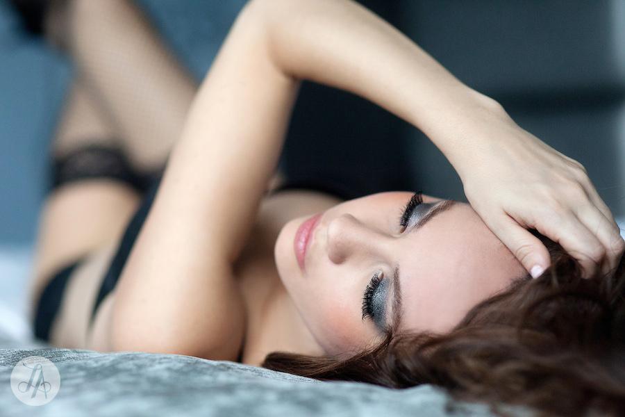 Tip5-Boudoir-Posing-Lindsay-Adler-Photography